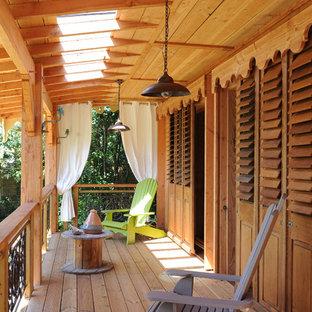 Imagen de terraza bohemia, de tamaño medio, en anexo de casas y patio trasero, con jardín de macetas