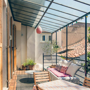 Inspiration for a shabby-chic style deck in Marseille.