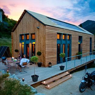Foto de terraza contemporánea, de tamaño medio, sin cubierta, en patio lateral, con jardín de macetas