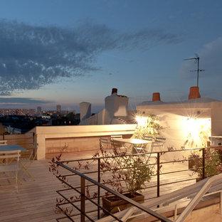 Exemple d'un grand toit terrasse industriel avec aucune couverture.