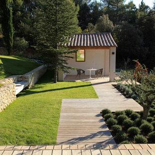 Idées déco pour une terrasse contemporaine de taille moyenne avec une terrasse en bois et un gazebo ou pavillon.