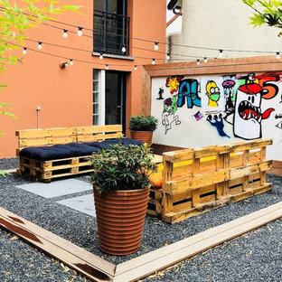 Esempio di un piccolo patio o portico industriale in cortile