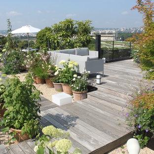 Esempio di una terrazza stile shabby con un giardino in vaso