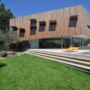 Réalisation d'une grande terrasse design.