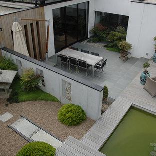 Ispirazione per un grande patio o portico etnico dietro casa con pavimentazioni in pietra naturale, nessuna copertura e un giardino in vaso