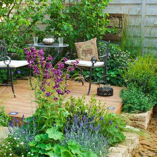 Inspiration pour une terrasse rustique avec un point d'eau.
