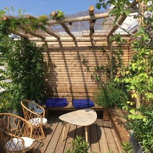 Cette image montre une terrasse sur le toit marine avec une pergola.