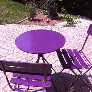 Immagine di un patio o portico eclettico