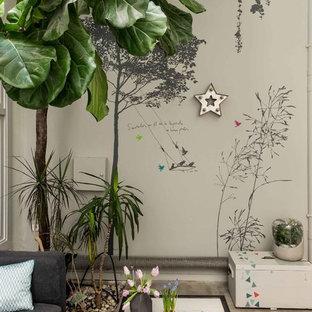 Idee per un patio o portico industriale di medie dimensioni e in cortile con un giardino in vaso