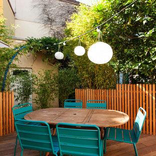 Inspiration pour une terrasse latérale traditionnelle de taille moyenne avec aucune couverture.
