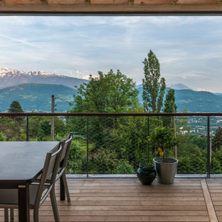 Diseño de terraza nórdica, grande, en anexo de casas