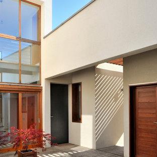 Inspiration pour une terrasse minimaliste de taille moyenne avec une cour et aucune couverture.