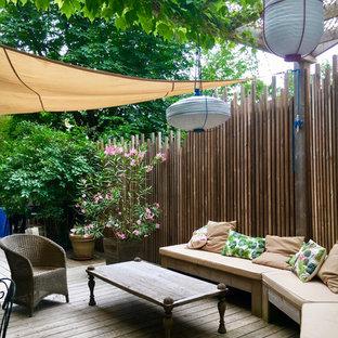 Réalisation d'une terrasse avec des plantes en pots méditerranéenne avec une pergola.