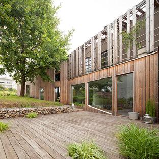 Cette photo montre une terrasse et balcon tendance de taille moyenne avec une pergola.