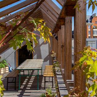 Cette photo montre une terrasse scandinave avec une pergola.