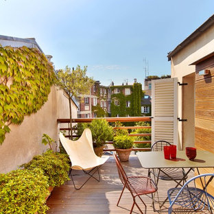 Example of a mid-sized trendy rooftop deck container garden design in Paris with no cover