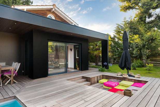 Contemporary Deck by Arnaud Bertrande I Photographe en Architecture