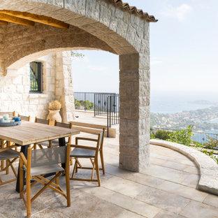 Inspiration pour une terrasse et balcon méditerranéenne avec une extension de toiture.