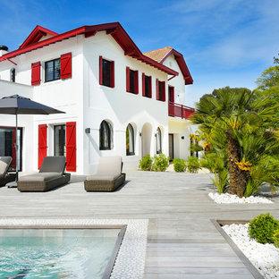 Idée de décoration pour une grande terrasse marine.