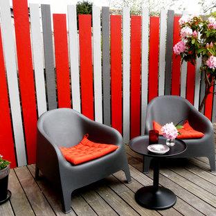 Idées déco pour une terrasse avec des plantes en pots contemporaine avec une terrasse en bois et aucune couverture.