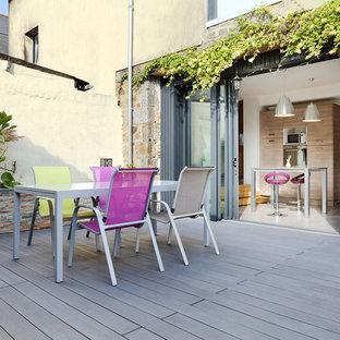 Ispirazione per un grande patio o portico country in cortile con un giardino in vaso, pedane e nessuna copertura