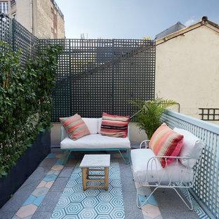 Exemple d'un jardin potager de balcon et terrasse arrière éclectique de taille moyenne avec aucune couverture et des pavés en béton.