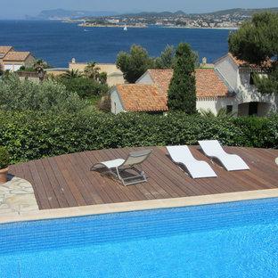 Aménagement d'une terrasse et balcon méditerranéenne de taille moyenne.