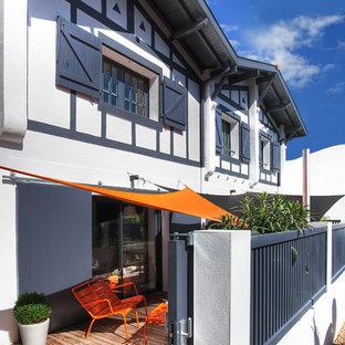 Idées déco pour une terrasse classique de taille moyenne.