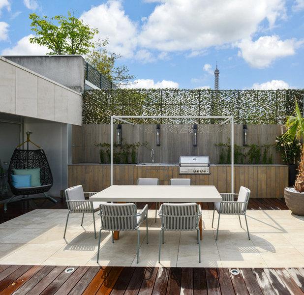 Moderne Terrasse et Patio by Terrasses des Oliviers - Paysagiste Paris