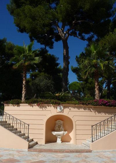 Méditerranéen Terrasse et Patio by Atelier Nelumbo Garden Design