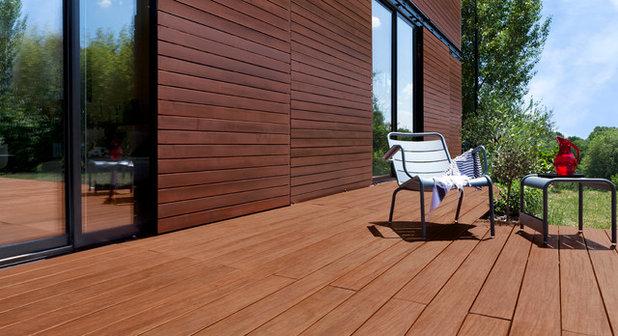 Moderne Terrasse en Bois by V33 : Fabricant de qualité de vie