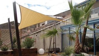 Structure d'ombrage 'autoportante' installée sur un toit-terrasse
