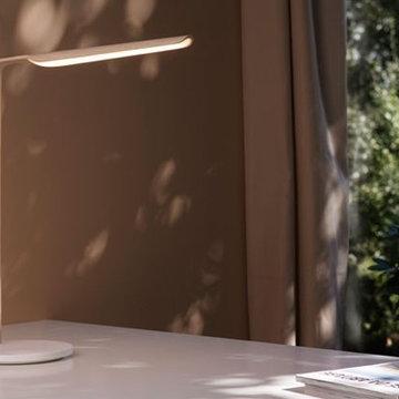 Swan, la lampe à poser, dans un univers contemporain