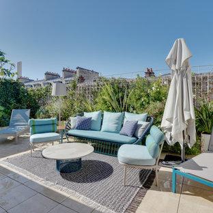 Exemple d'une terrasse arrière tendance avec aucune couverture.