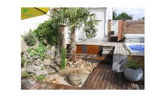 Terrasse autour de spas, en pin, pierre de Volvic, bardage clair voie en douglas