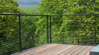 Terrasse en bois surélevée sur structure en métal