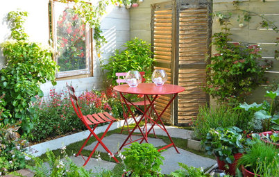 How to Create a Mini Outdoor Retreat