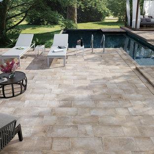 Esempio di un patio o portico classico in cortile con nessuna copertura
