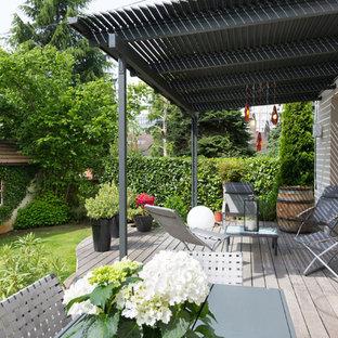 Cette image montre une terrasse et balcon design de taille moyenne.
