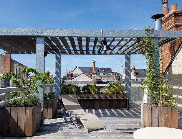 Industriel Terrasse en Bois by Les Mains de Jardin