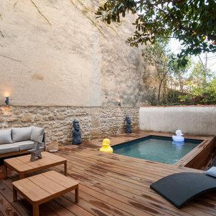 Inspiration pour une terrasse arrière design de taille moyenne avec aucune couverture.