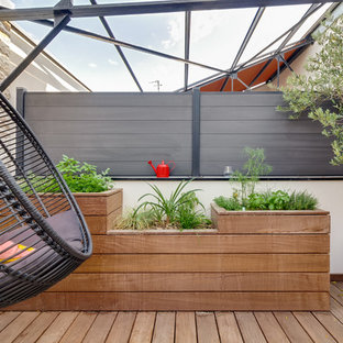 Inspiration for a large contemporary courtyard patio in Nantes with an outdoor kitchen, decking and a roof extension.
