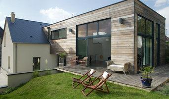 Une extension en bois côté jardin