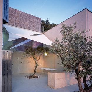 Idées déco pour une terrasse contemporaine de taille moyenne.