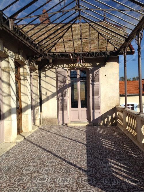 Une terrasse au soleil en carreaux de ciment for Carreaux terrasse