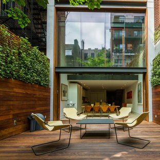 Cette image montre un mur végétal de terrasse arrière design de taille moyenne avec aucune couverture.