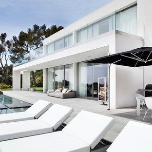 Aménagement d'une grande terrasse moderne.
