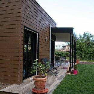 Cette photo montre une terrasse avec des plantes en pots tendance.