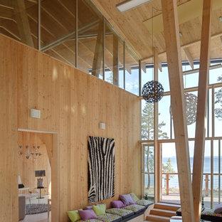 Cette photo montre une grande terrasse arrière tendance avec une extension de toiture.