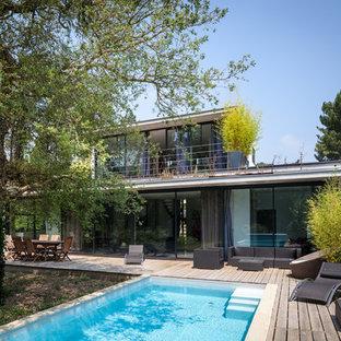 Idée de décoration pour une terrasse et balcon minimaliste de taille moyenne.